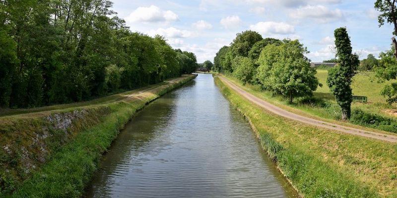 Read more about the article Balade à vélo sur le Canal du Nivernais